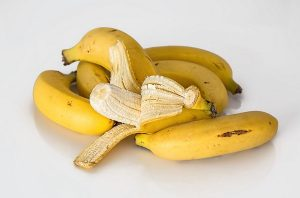 can dogs eat bananas safely